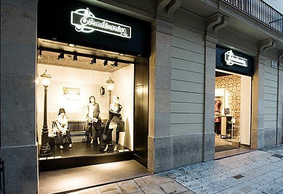 Stradivarius abre su primera tienda for&from en Manresa