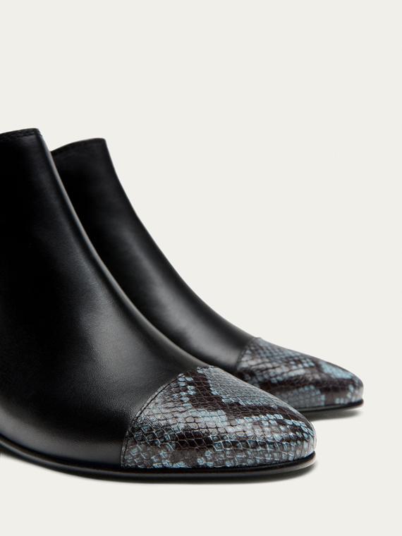 Botines de punta de piel de serpiente de Massimo Dutti