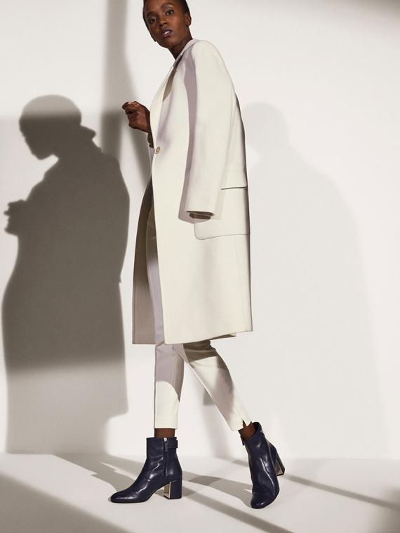 Snap de piel azul de Massimo Dutti