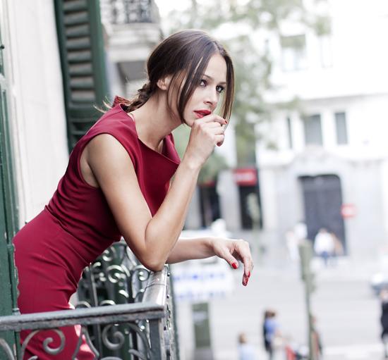 Eva González estrena etapa con nuevo peinado y un vestido
