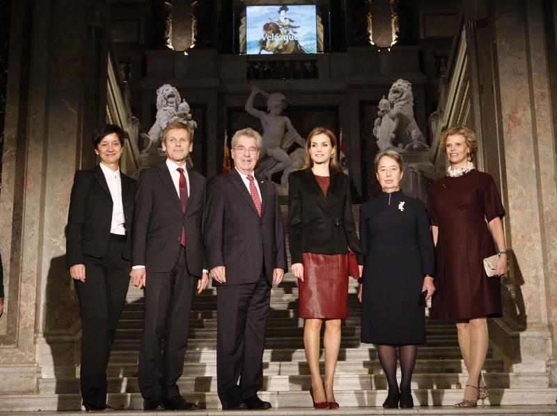 letizia cuero vestido hugo boss