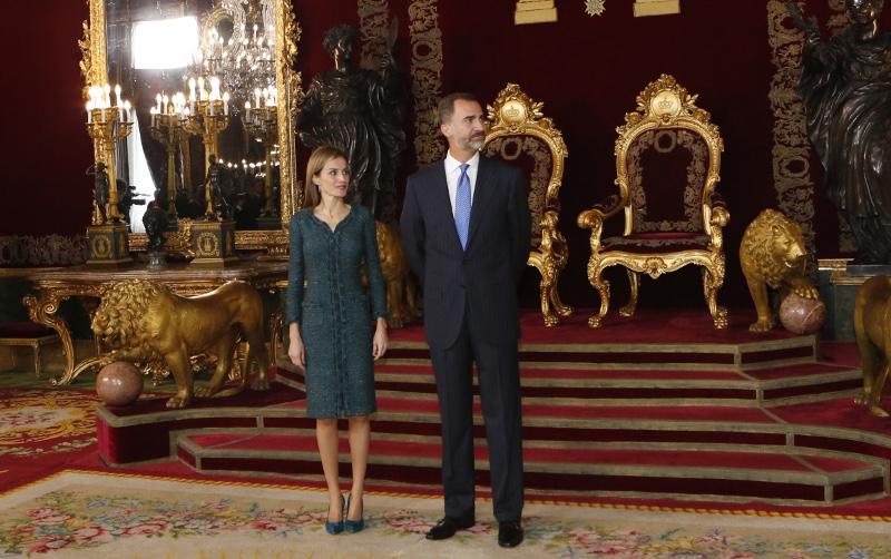 letizia felipe varela fiesta nacional verde abrigo vestido