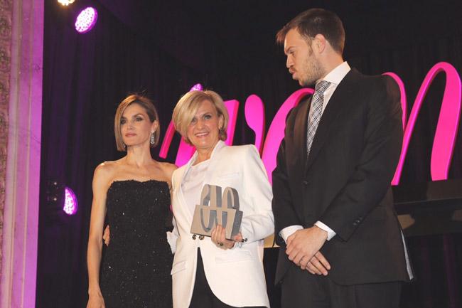 reina premios woman 6