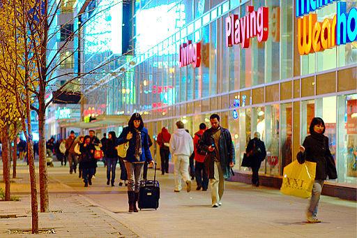 03 Shopping topic image Shoppers on Dundas street Toronto