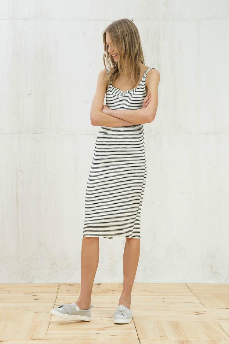vestidos con estampado de rayas Bershka