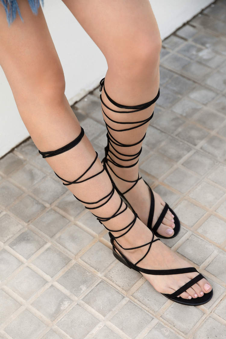 sandalais negras planas gladiadoras bershka