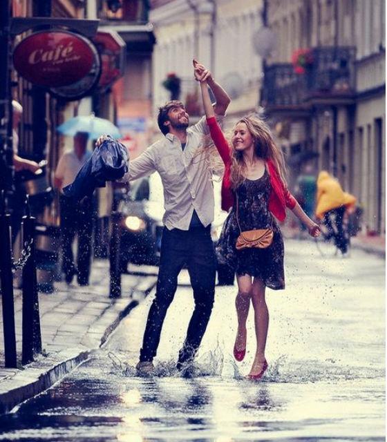 Caminar por la calle en pareja