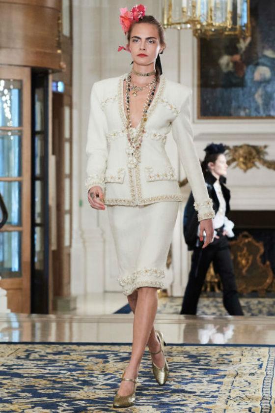 La modelo Cara Delevingne vuelve a desfilar para Chanel