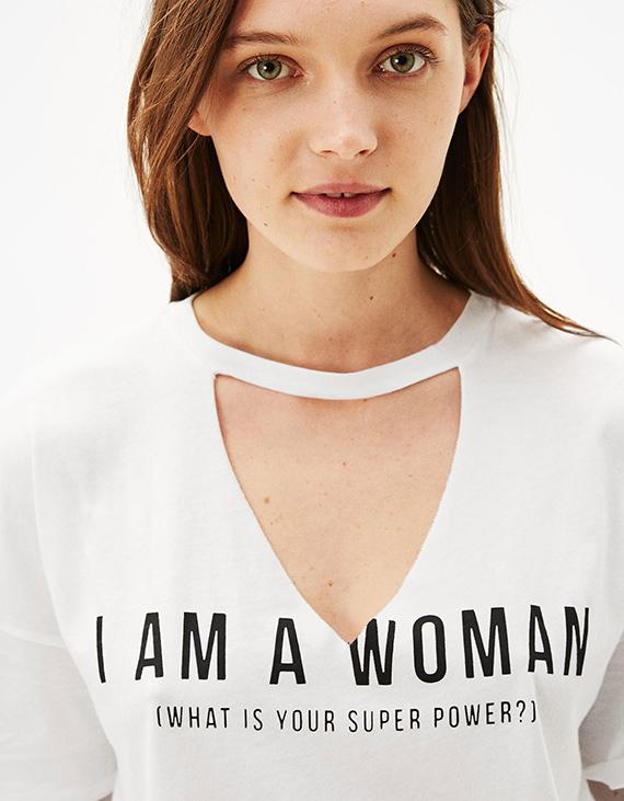 camiseta de escote roto rebajas