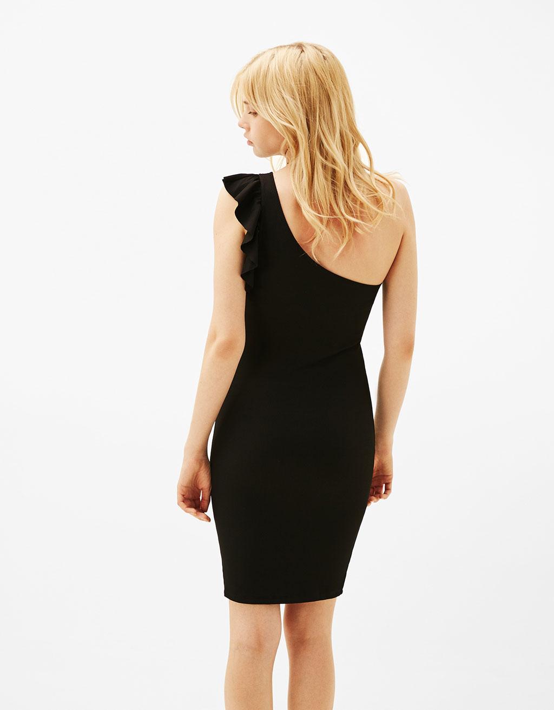 vestido negro ajustado volante bershka
