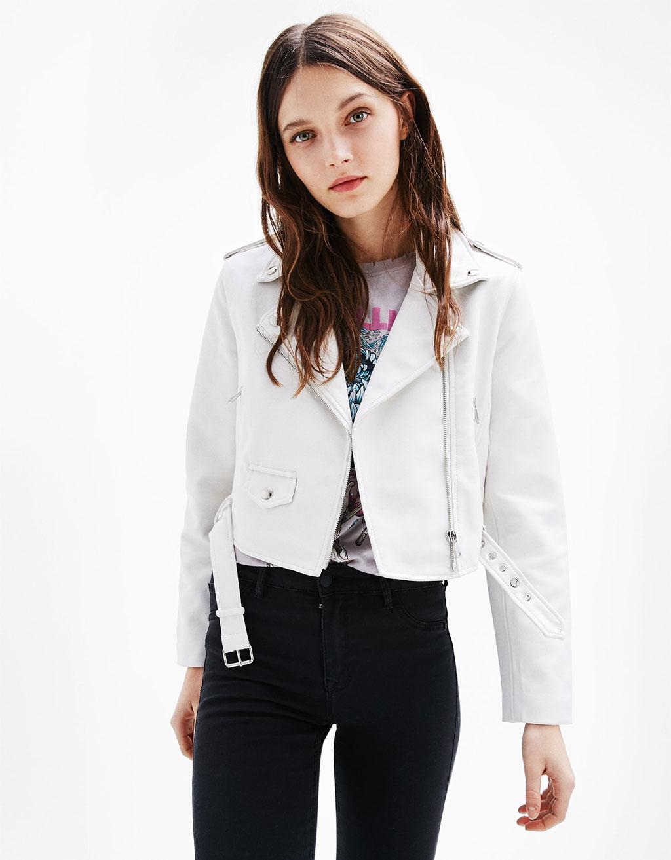 chaqueta de cuero blanca bershka