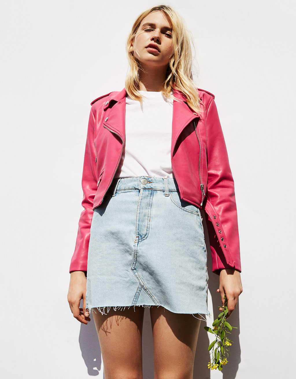 chaqueta cuero roja bershka