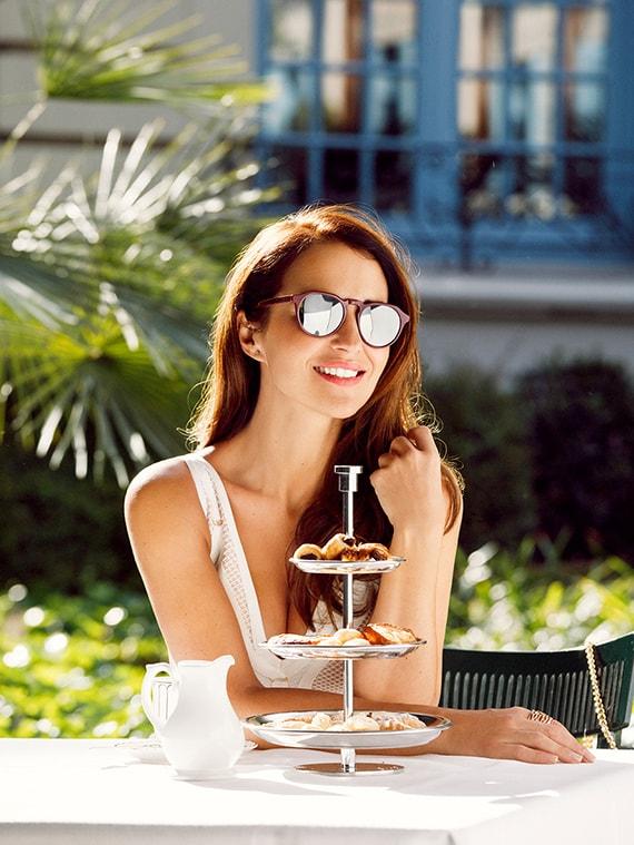 Paula Echevarría gafas sol burdeos