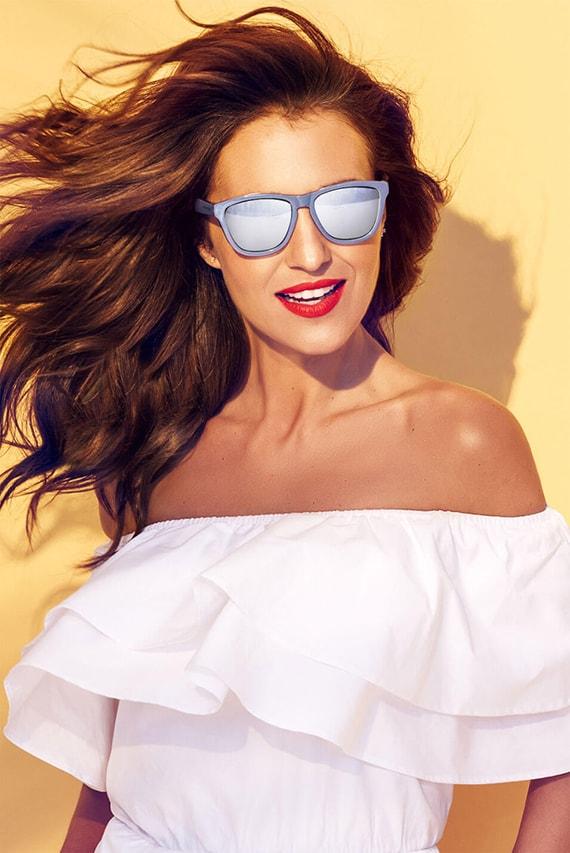 Paula Echevarría gafas sol azul brillo
