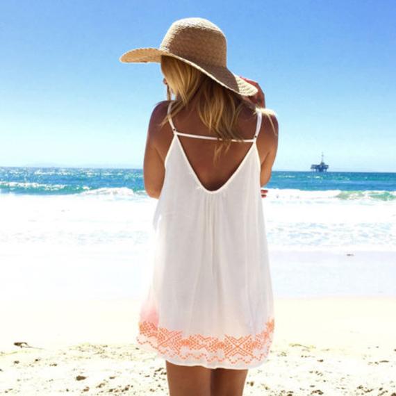 chica sombrero espaldas playa