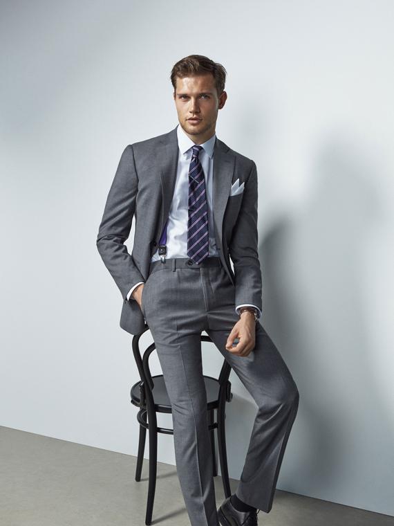 traje de massimo dutti gris
