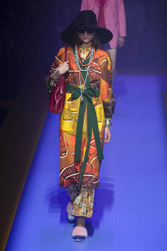 vestido colorido Gucci