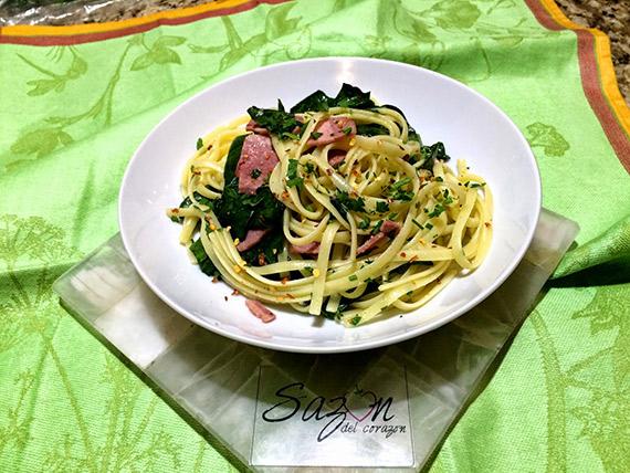 Spaghetti con espinacas y pavo