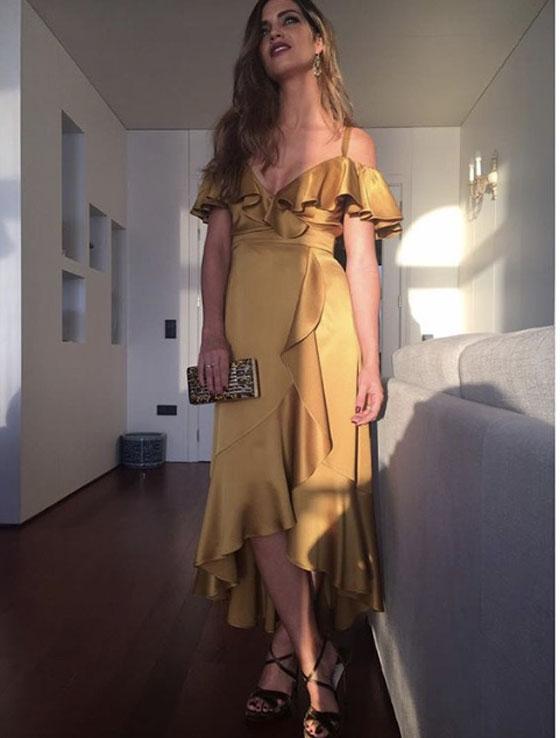 vestido dorado sara carbonero