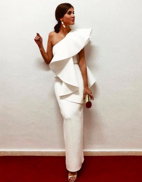 mery turiel vestido blanco