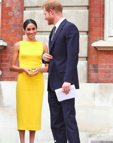 vestido amarillo meghan