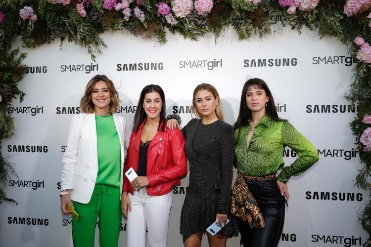 smart girl Samsung