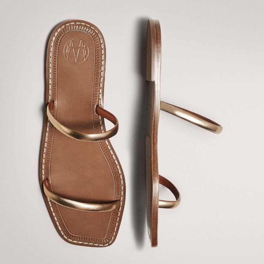 Sandalia plana dos tiras dorada