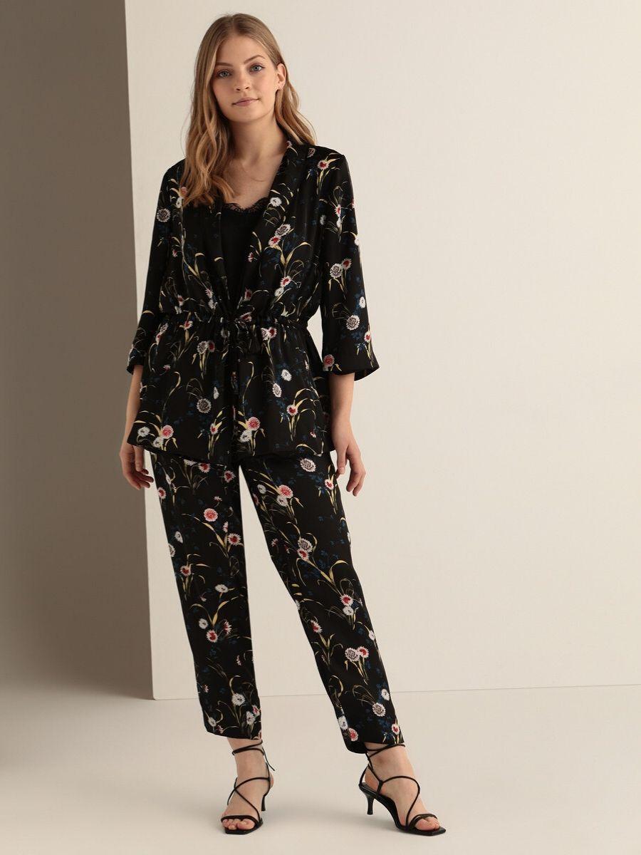 Kimono y pantalón talla grande con estampado de flores