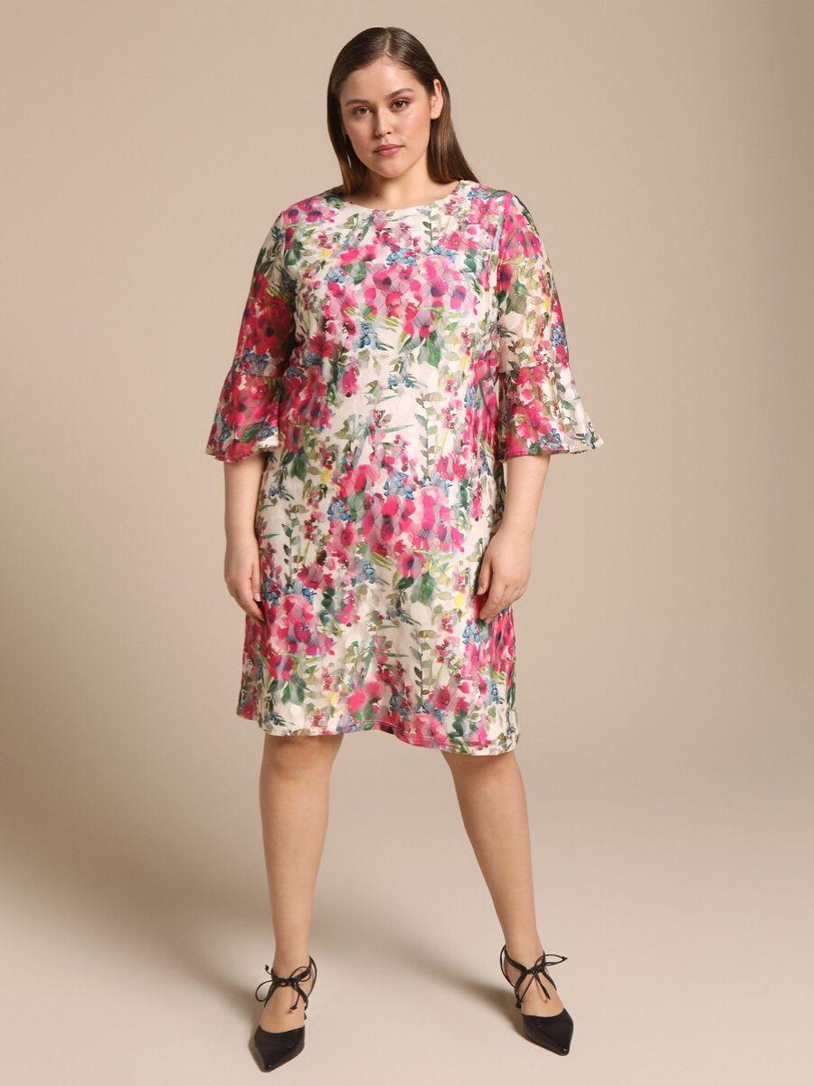 Vestido corto talla grande con encaje y flores