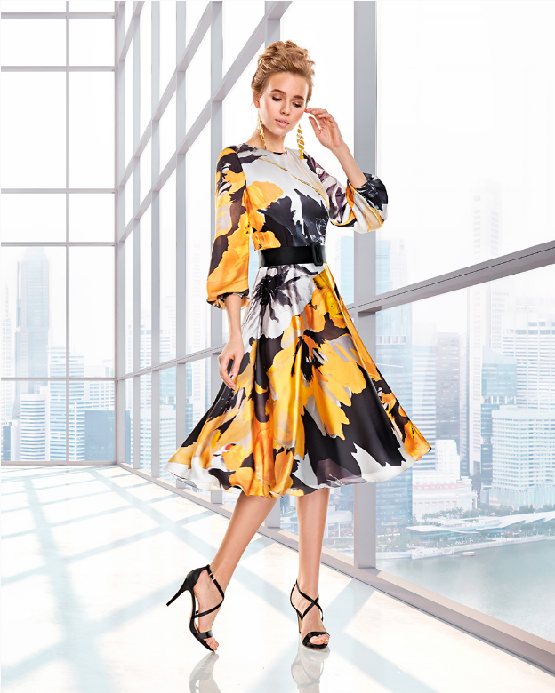 Vestido midi con estampado floral y efecto volante