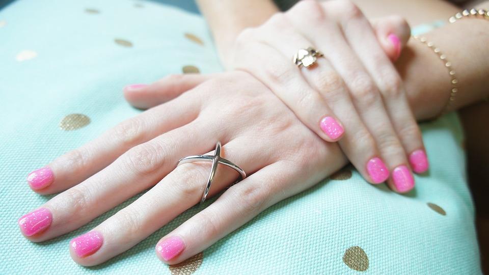 Como quitar el esmalte permanente de uñas paso a paso en casa