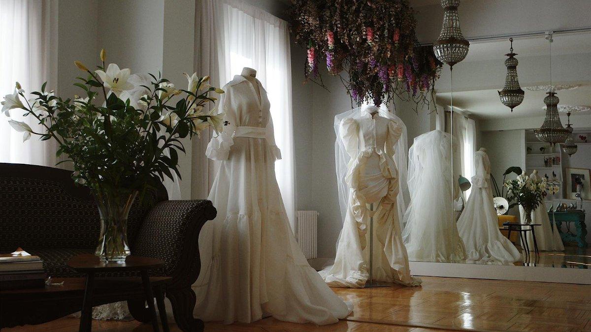 Fernando Claro telediseña los trajes de novia