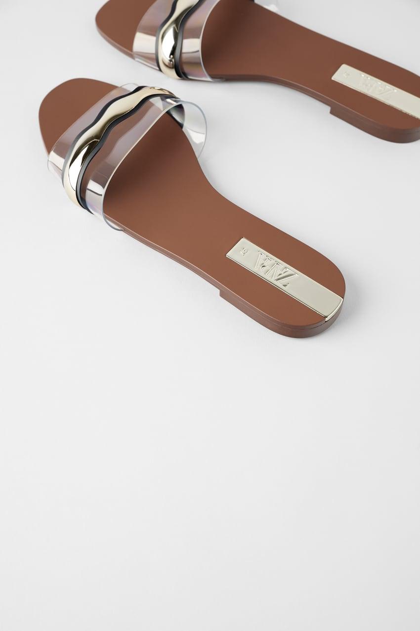 Sandalia tiras piel y metalizado de Zara