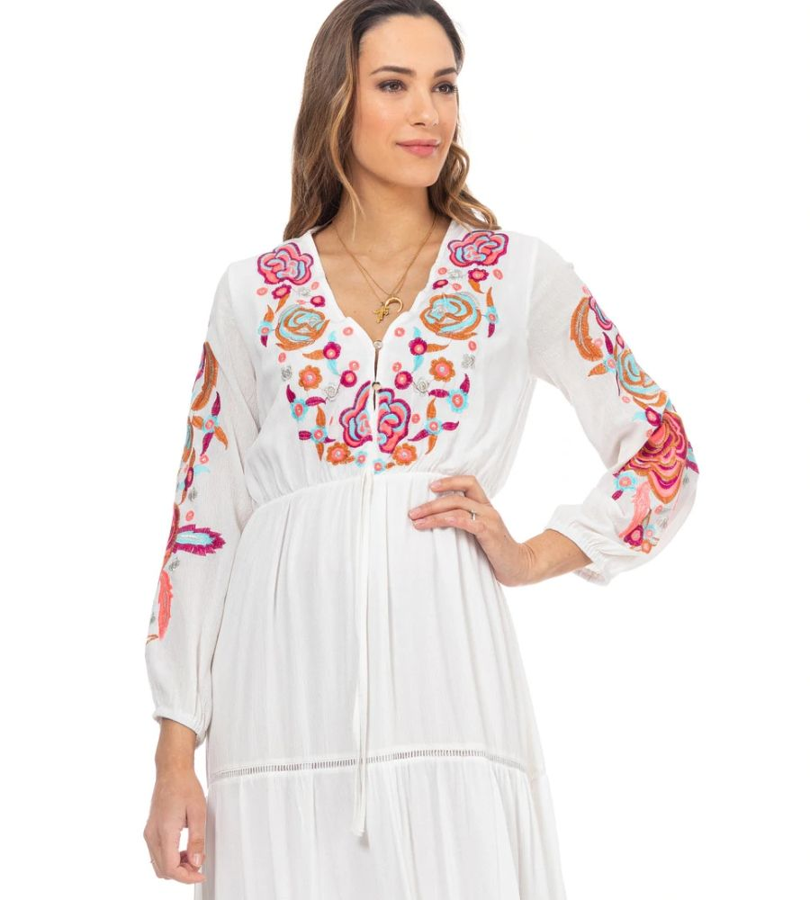 Vestido largo con bordado de flores en cuello y mangas y detalles de vainica Lady Boho 140€