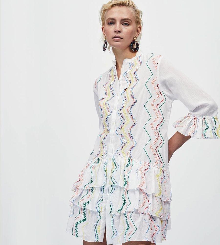 Vestido corto en crudo con detalles zigzag Lola Casademunt 79.95€
