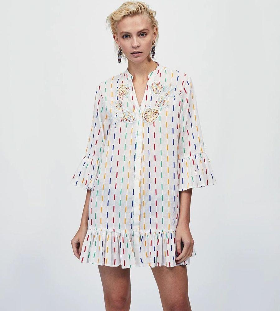Vestido corto en crudo con rayitas de colores Lola Casademunt 59.95€