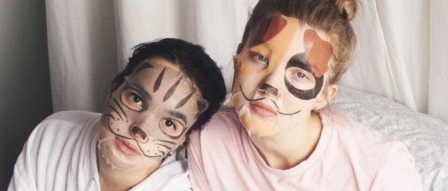 4 mascarillas faciales para hidratar tu piel (y pasar un rato divertido).