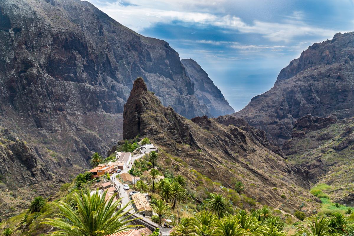 Canarias es playa y montaña con temperaturas cálidas todo el año y el frío del Teide.