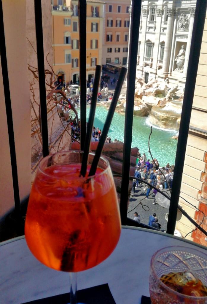Aperol y Martini en la terraza del Hotel Relais Fontana di Trevi