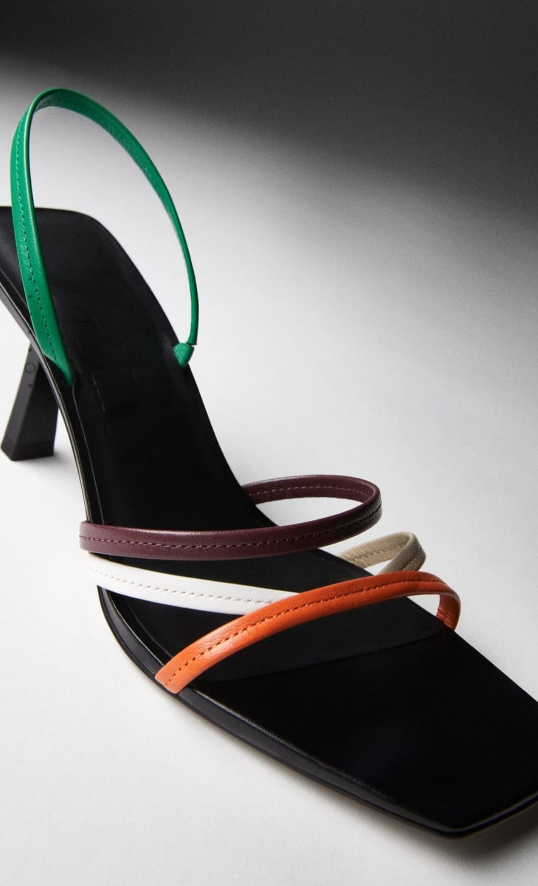 Las sandalias de tacón bajo: tendencia absoluta