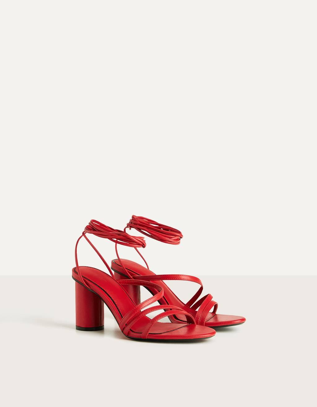 Sandalia roja tacón