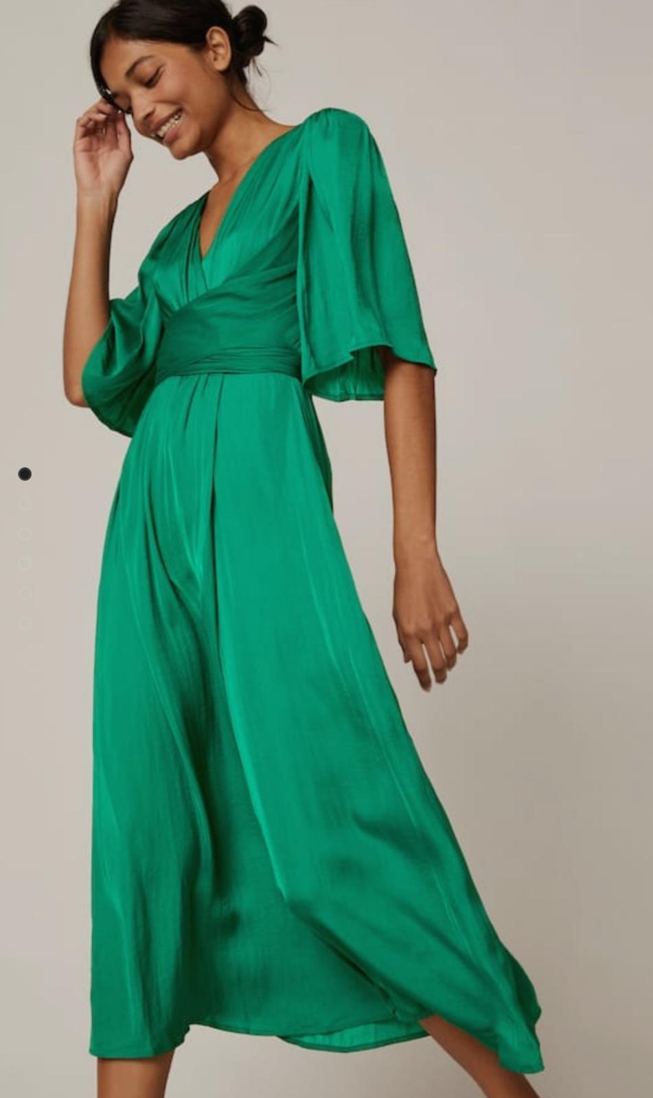 vestido satinado color verde esmeralda
