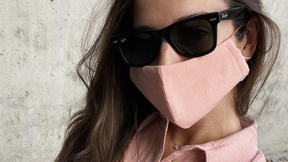 Los celebrities se animan a lucir mascarillas, y estas, en concreto, nos encantan.