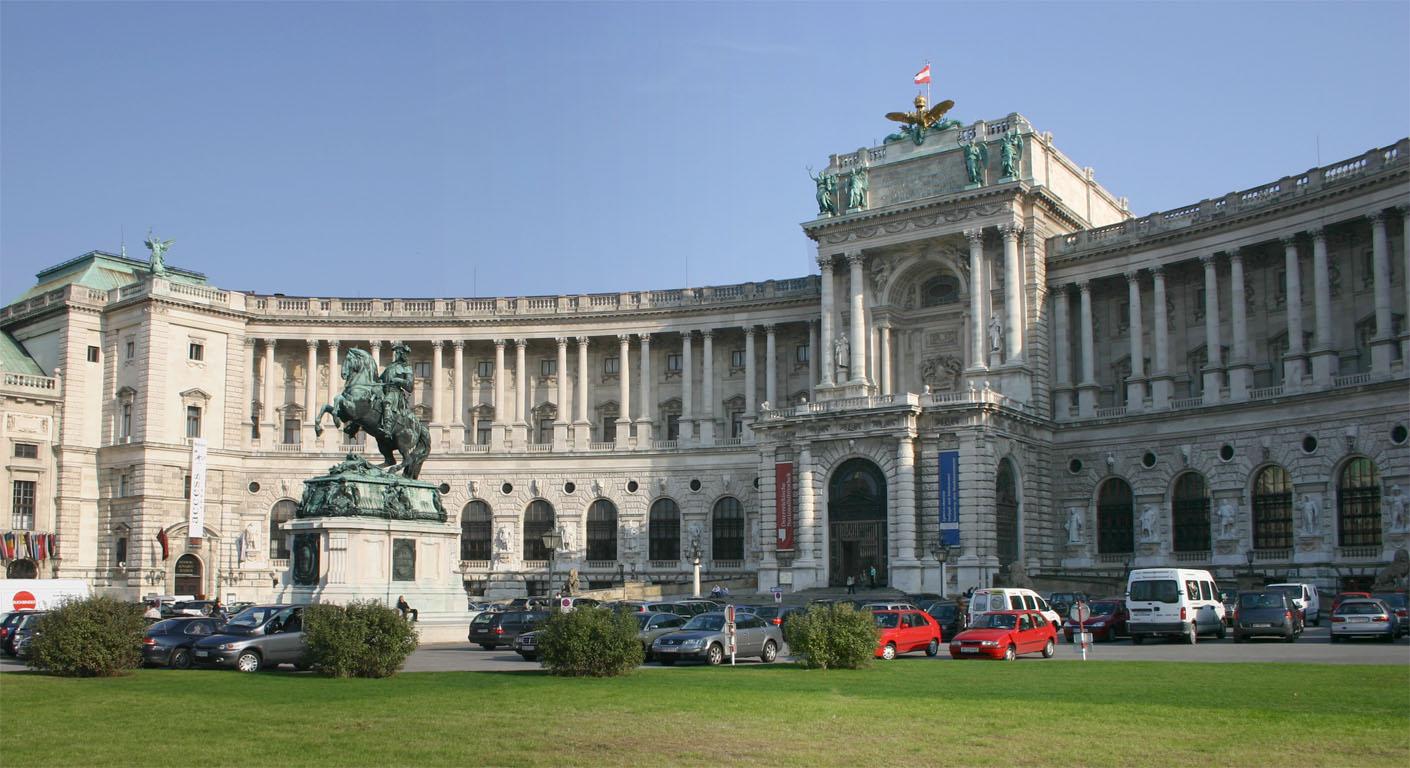 Palacio de Hofburg, (dentro se encuentra la Biblioteca Nacional)