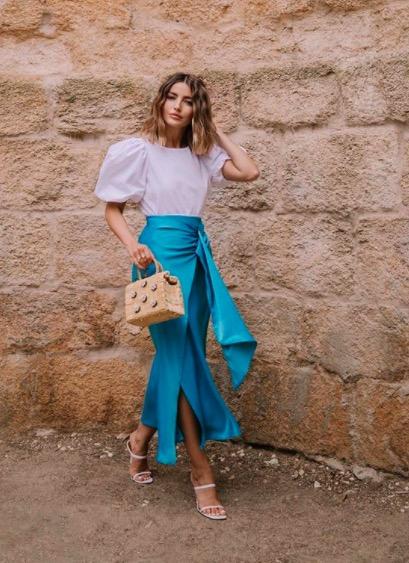 Alexandra Pereira con un look arreglado de mangas abullonadas