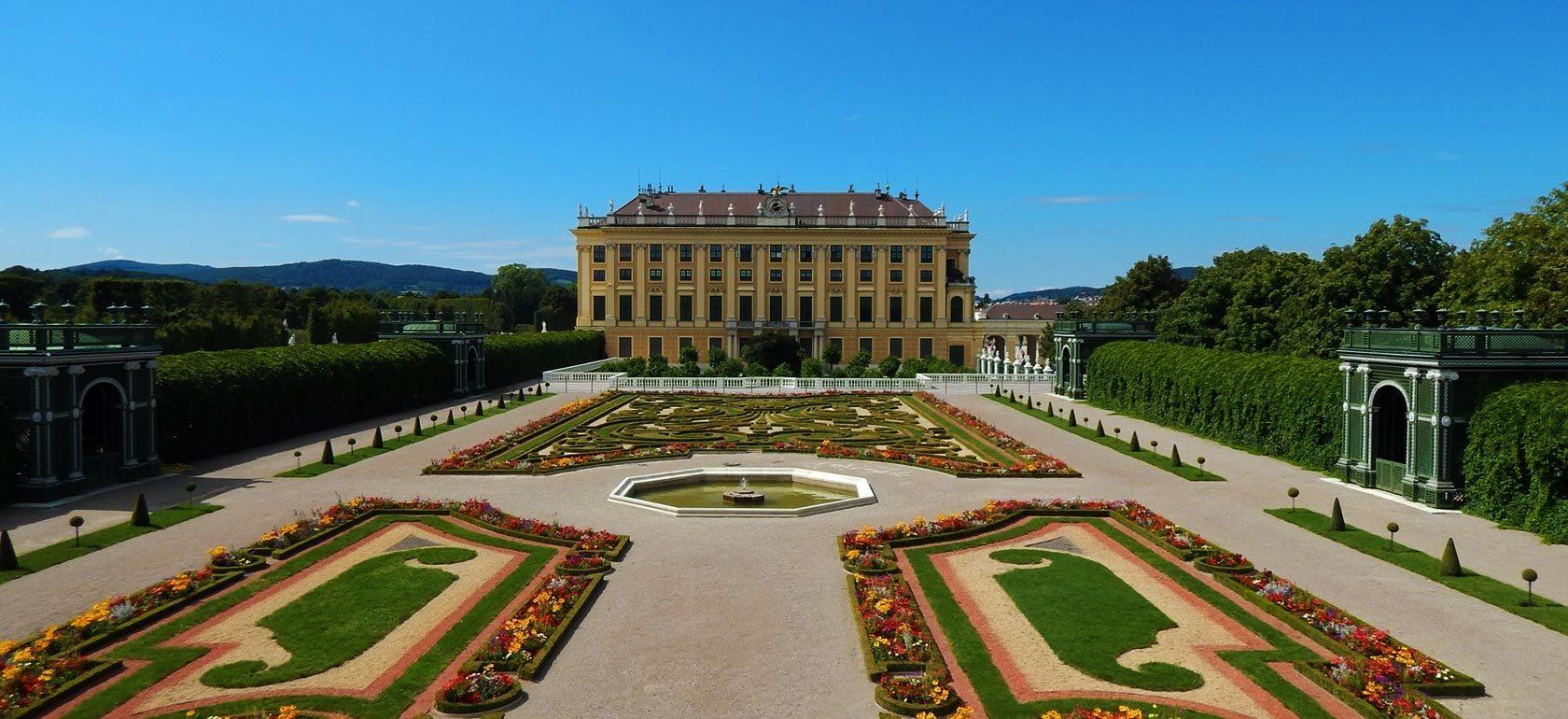 Vista del Palacio de Schönbrunn desde la escalinata