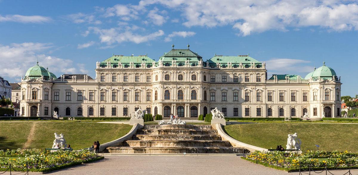 Vista frontal del Palacio Belvedere
