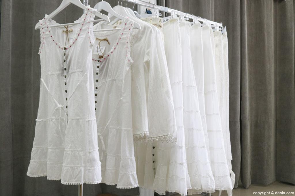 Prendas de color blanco