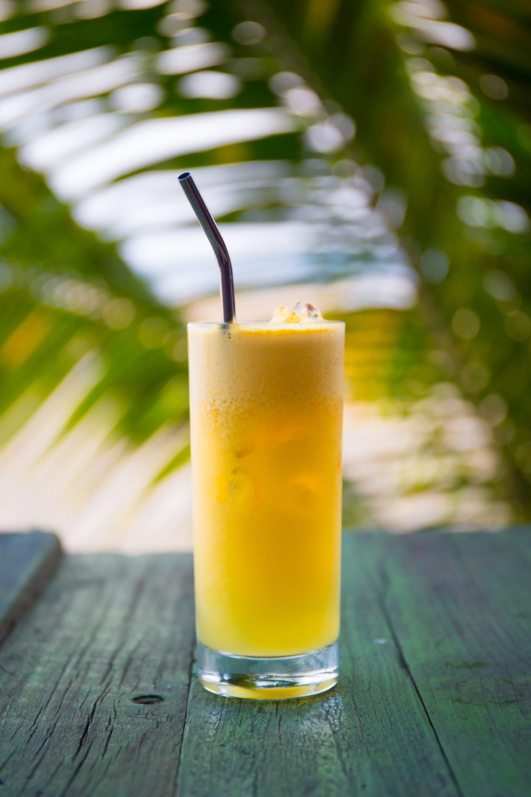 zumo de naranja natural con hielo