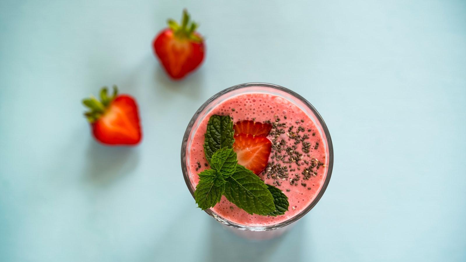 3 recetas de smoothies que te ayudarán a tomar fruta y verdura sin que te enteres